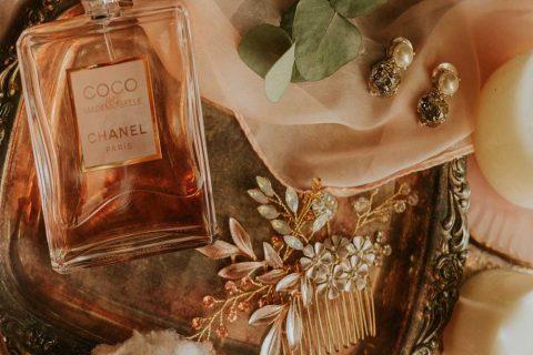 عطرهای زنانه مناسب برای فصل زمستان، چه عطرهایی هستند؟