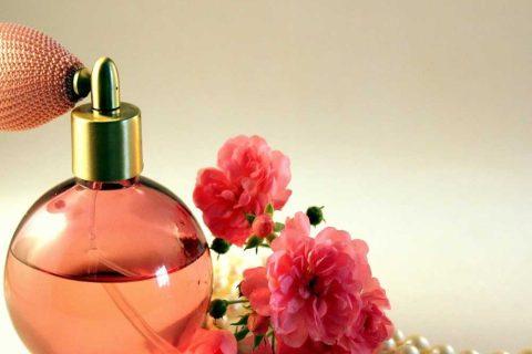 عطرهای زنانهای که پخش بوی بالایی دارند
